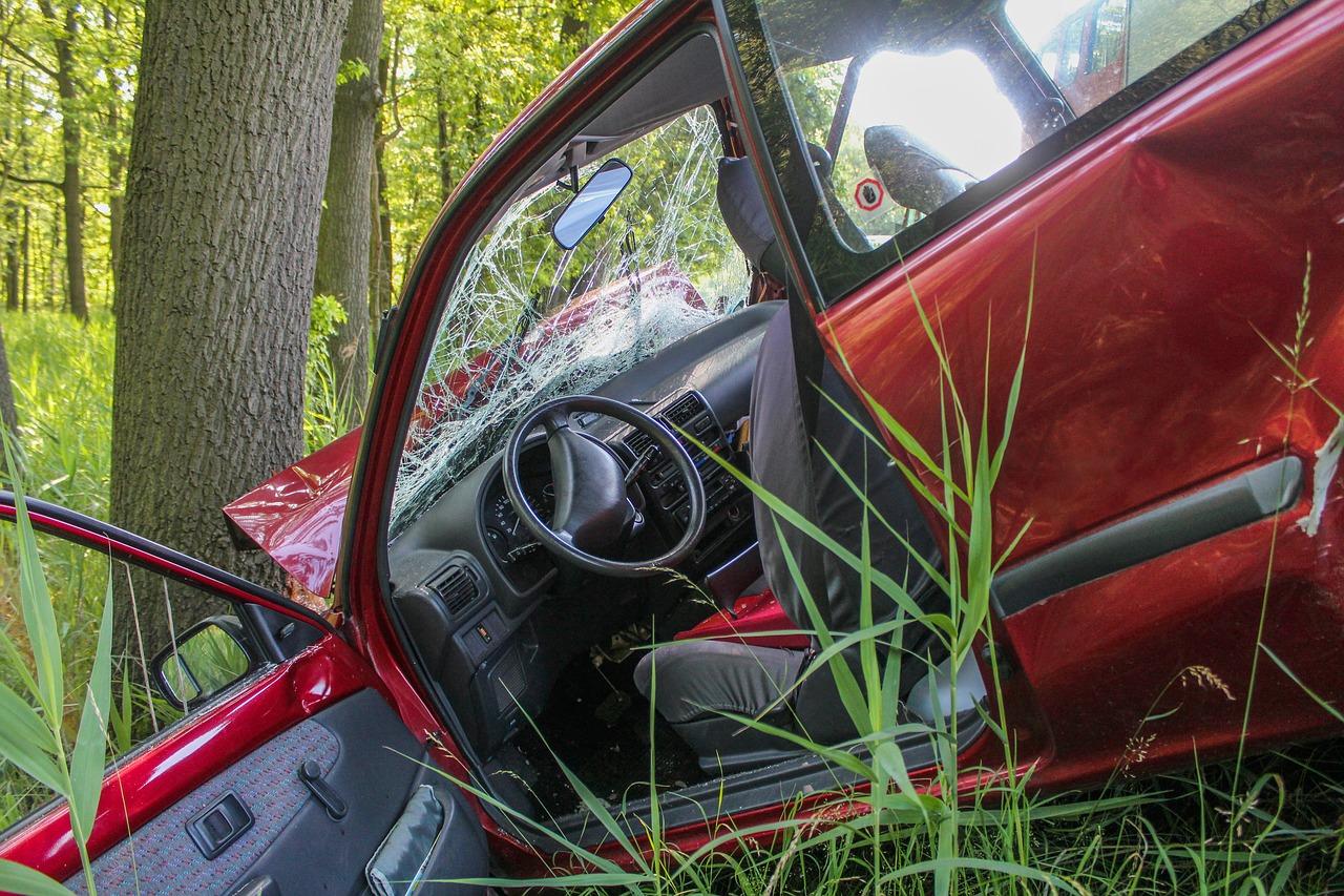 rozbity_samochod